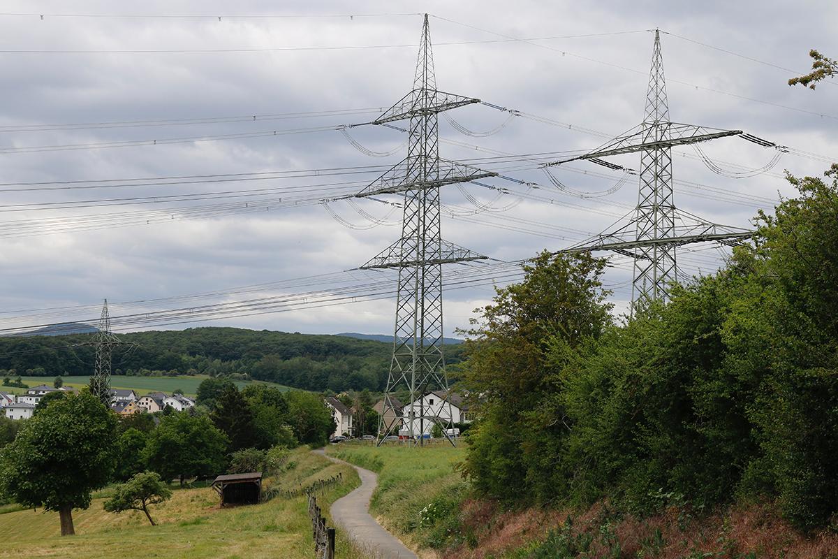 Die Trasse für das geplante Ultranet verläuft unmittelbar am Wohngebiet in Franken vorbei